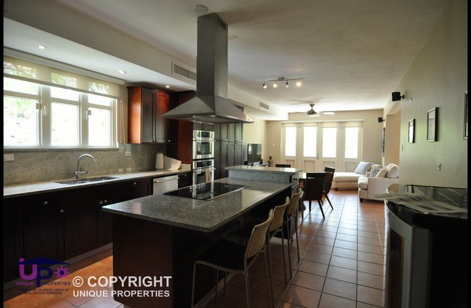 Modern Kitchen with Breakfast Table